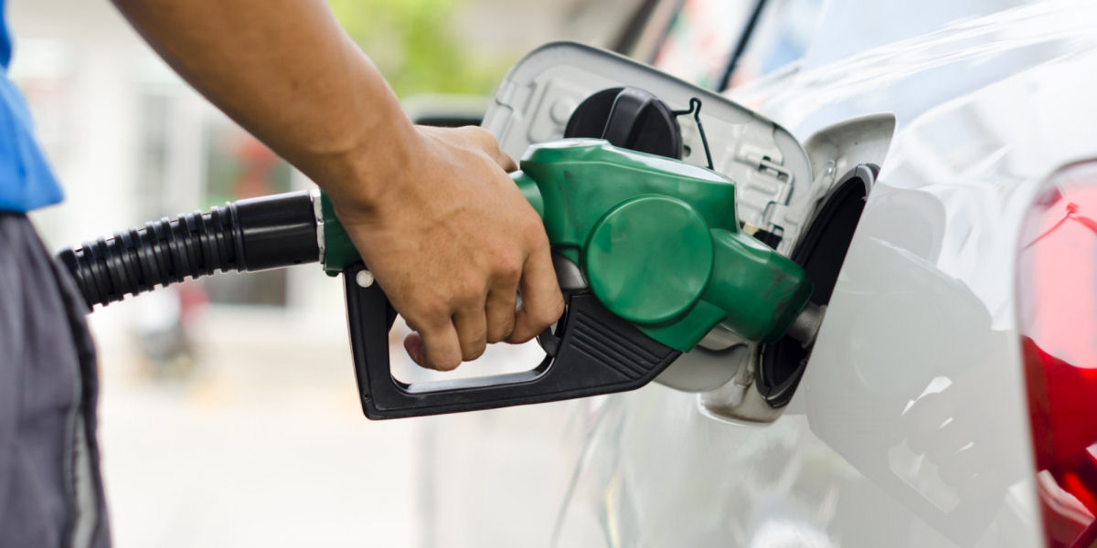 MYTH: Is it OK to fill full tank petrol in summer?